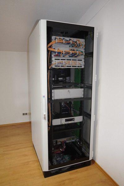 Serverschrank-2-rotated