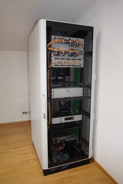 Serverschrank-2-rotated