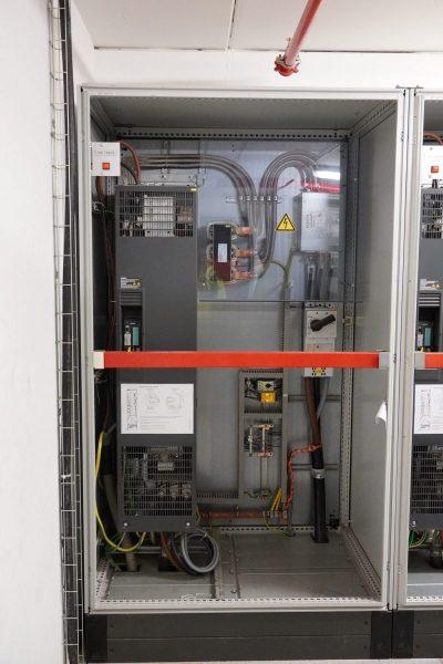 Frequnzumrichter-Anlage-zur-Maschinenregelung-rotated