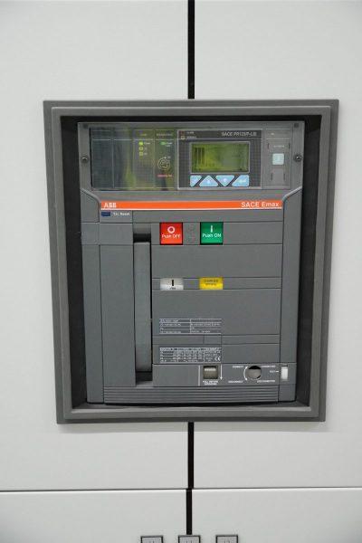 Leistungsschalter-rotated
